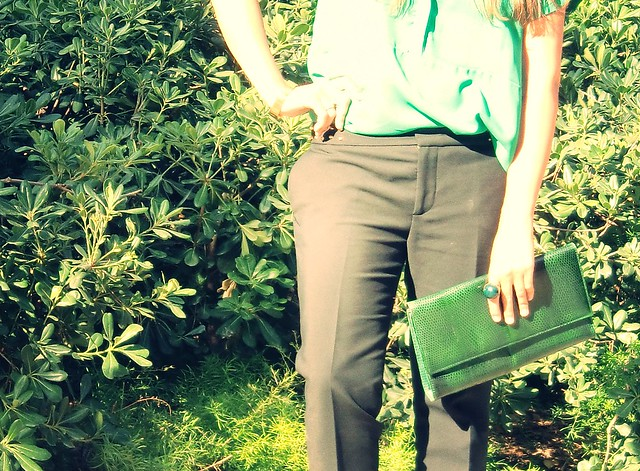 look cóctel verde pantalon tobillero
