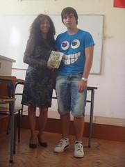 regalando a Dimitar mi poemario Esperanza traducido al ingles.