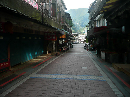 Early morning Wulai  Shopping Street (烏來老街)