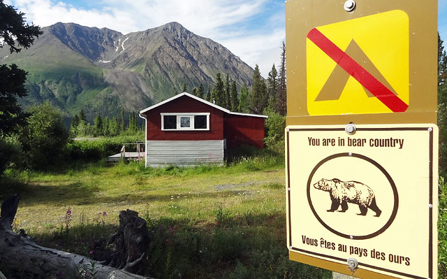 bear-country-hiking-signs