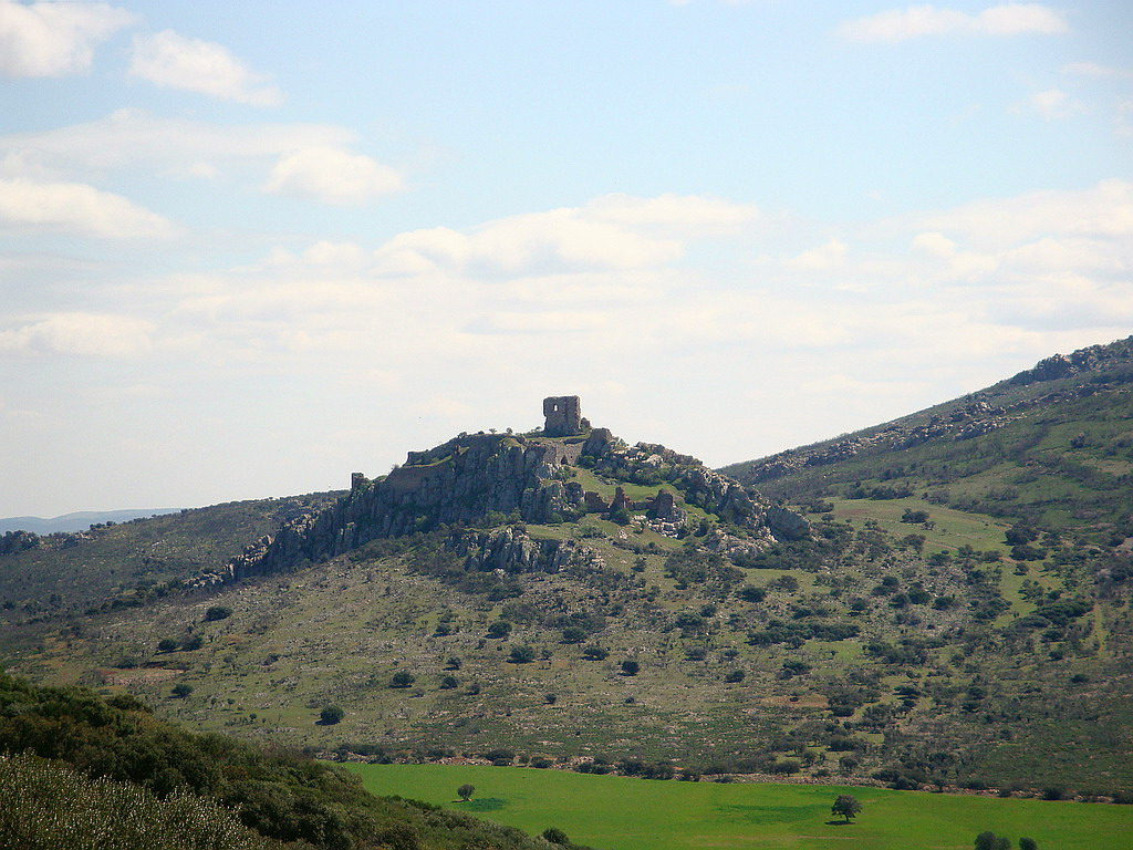 7. Restos de la fortaleza de Salvatierra, frente a Calatrava la Nueva. Autor, Zubitarra