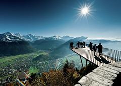 Vyhlídková plošina na hoře Harder Kulm ve Švýcarsku