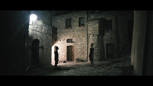 Night encounters in an ancient Italian town. Courtesy of @jakes.journeys, DP by Gonzalo Cotelo. #filmmaker #filmphotography #film #filmmaking #filmmakinglife #lightandshadow #24mm #sonyalpha #a7s #nightshot #lighting #cdm2015 #colourpalette #colourgrading