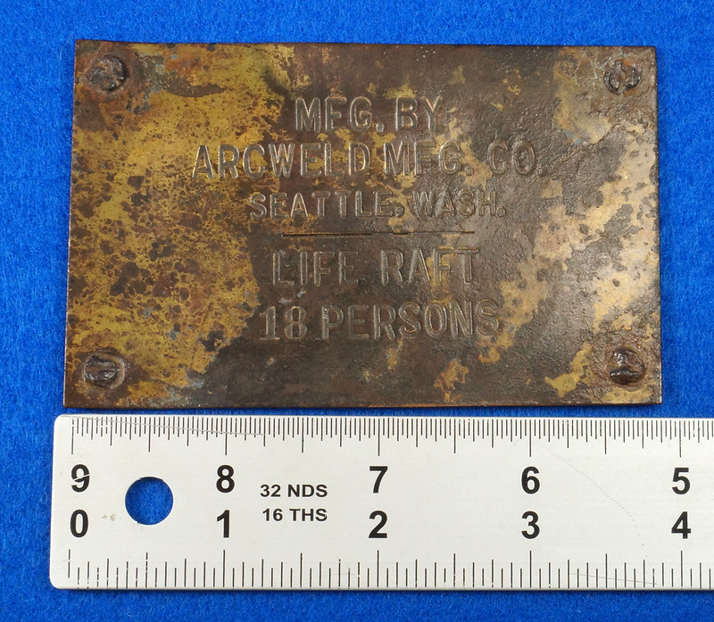 RD12929 Vintage Brass Plate Arcweld Mfg. Co. Seattle Wash. Life Raft 18 Persons DSC06603