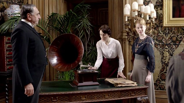 DowntonAbbeyS02E08_gramophone