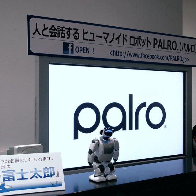 PALRO : humanoid who talk with person.