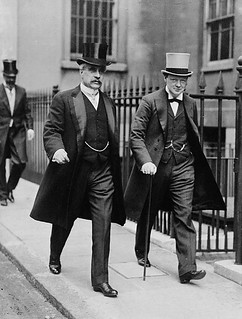 The Rt. Hon. Robert Borden and Hon. Winston Churchill leaving the Admiralty, London, England, 1912 / Le très honorable Robert Borden et l'honorable Winston Churchill, quittant l'hôtel de l'Amirauté, Londres, Angleterre, 1912