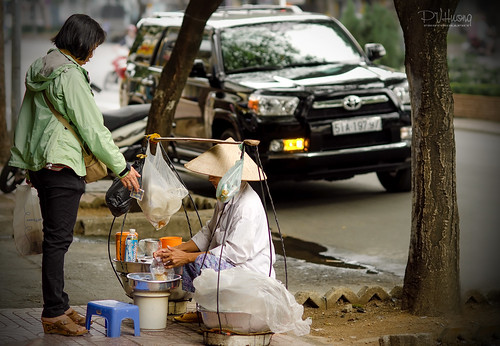 """""""Gánh Hàng Rong"""" - Saigon"""