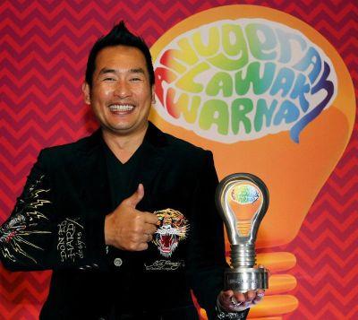 ... AC Mizal pula akan menjadi pengacara bagi Anugerah Lawak Warna 2013