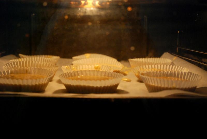 valkosuklaabanaani muffinit