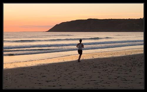 sunset france praia beach landscape solitude plage jogger seul cotentin coureur leicam lespieux borderfx aposumicronm1290mmasph