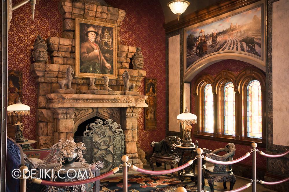 Tokyo DisneySea - Tower of Terror / Chinese lounge
