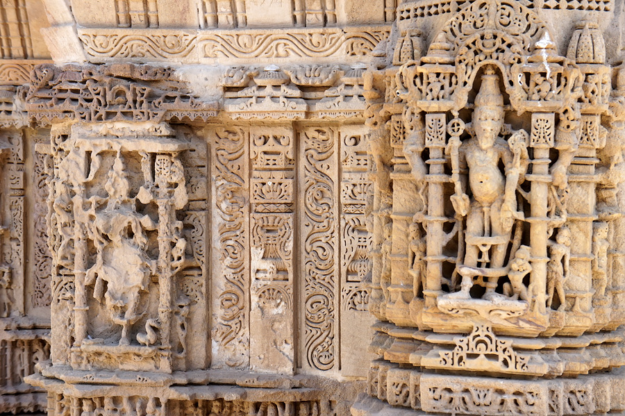 Барельефы Вишну и Лакшми © Kartzon Dream - авторские путешествия, авторские туры в Индию, тревел фото, тревел видео, фототуры