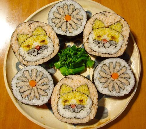 Takayo Chiyota, aka Tama-chan, cats and flowers, sushi art