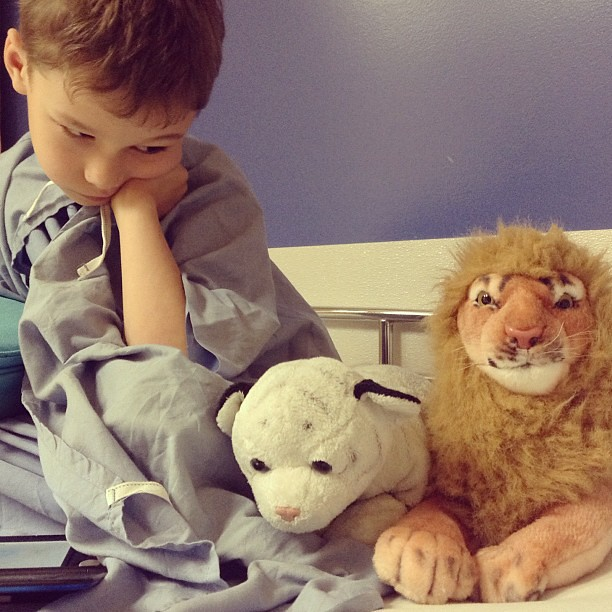 Avant l'opération, quand on était tannés d'attendre. Avec Sherkan et Léo. Le après, il n'a pas été immortalisé, on avait pas la tête à ça.