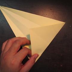 วิธีการพับกระดาษเป็นรูปหงส์ 005