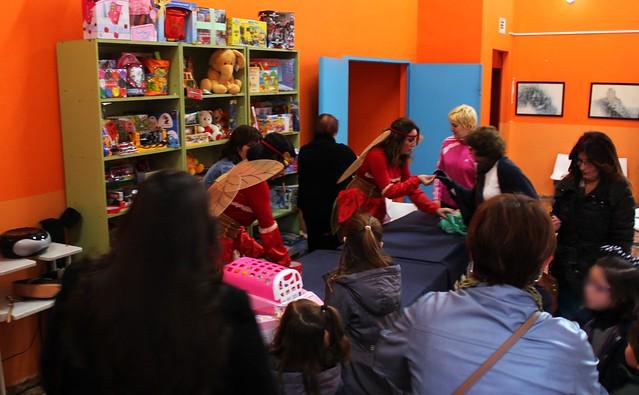 Las hadas recogiendo los juguetes
