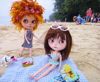 Pome-chan and Jo spent a day by the beach yesterday.....