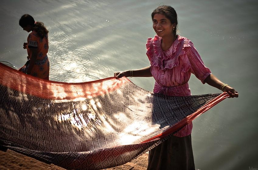 11. Mujeres lavando en el lago de Badami. Autor, Matso