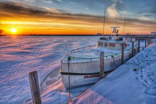 winter snow ice sunrise sony fishingboat waukegan nex sonynex5r