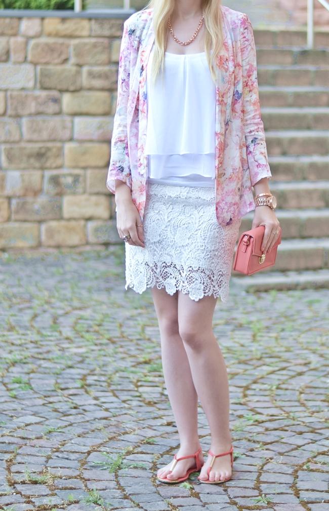 Outfit Blümchen und Spitze (1)