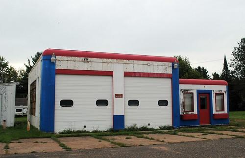 gasstation servicestation building architecture wisconsin wi northernwisconsin garage gordon gordonwi gordonwisconsin rural midwest unitedstates usa unitedstatesofamerica
