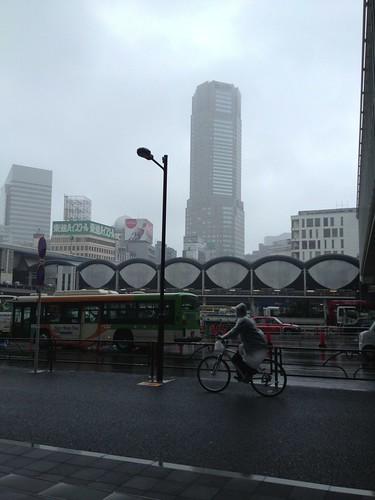 渋谷駅かまぼこ屋根 by haruhiko_iyota