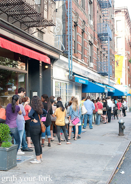 cronut queue around the corner at dominique ansel bakery nyc new york