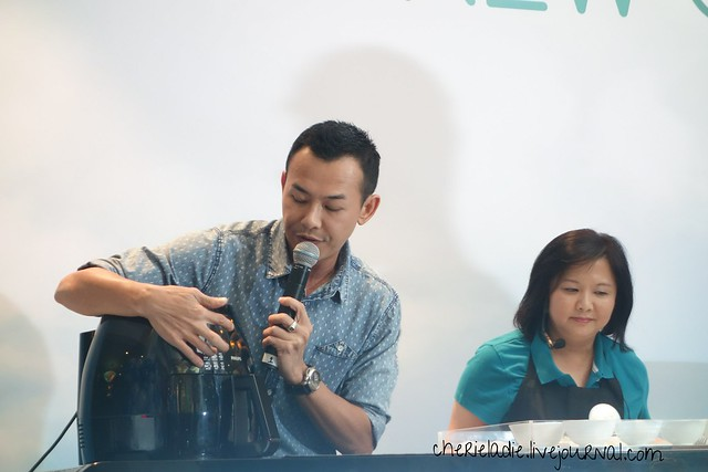 Bryan Wong & Chef Dable in a cooking demonstration using the air fryer