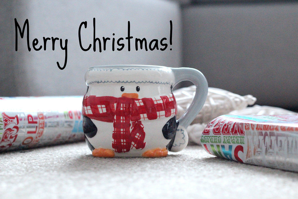 Article 21 Fashion & style blog, xmas superdry dress, christmas fashion bloggers, superdry christmas, superdry festive prints, manchester fashion bloggers, christmas home decor, christmas wrapping paper