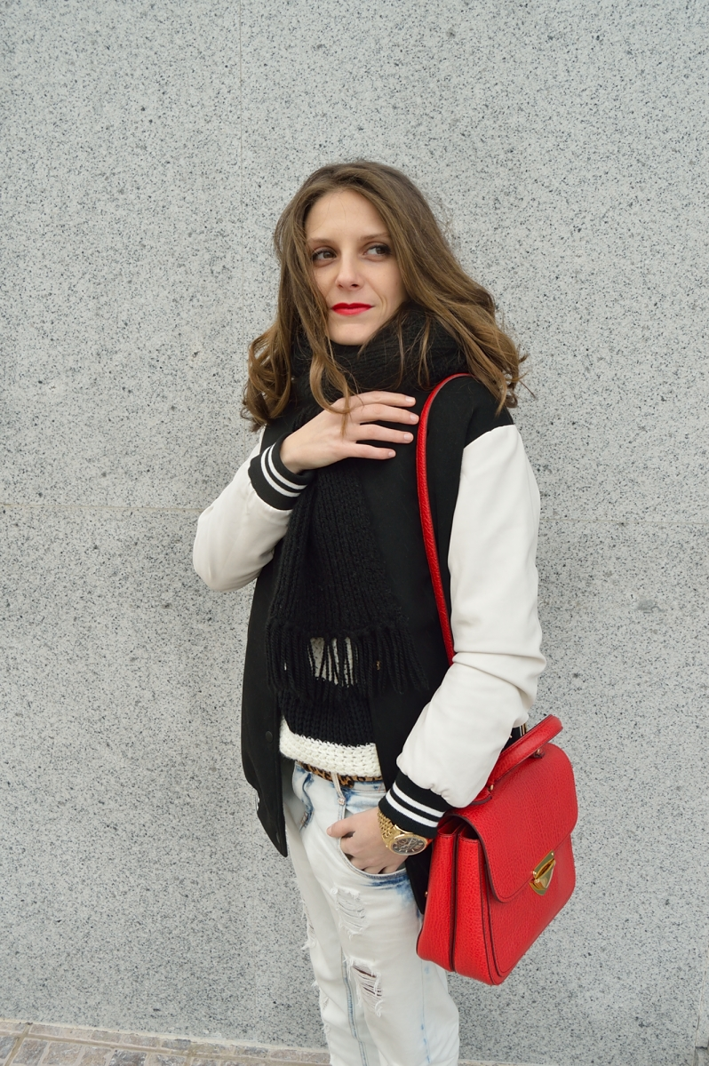 lara-vazquez-madlula-blog-red-bag-boyfriend-jeans