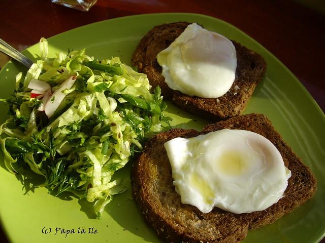 Ochiuri romanesti la micul dejun (1)