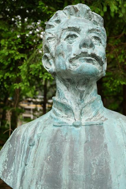 Luxun bust statue