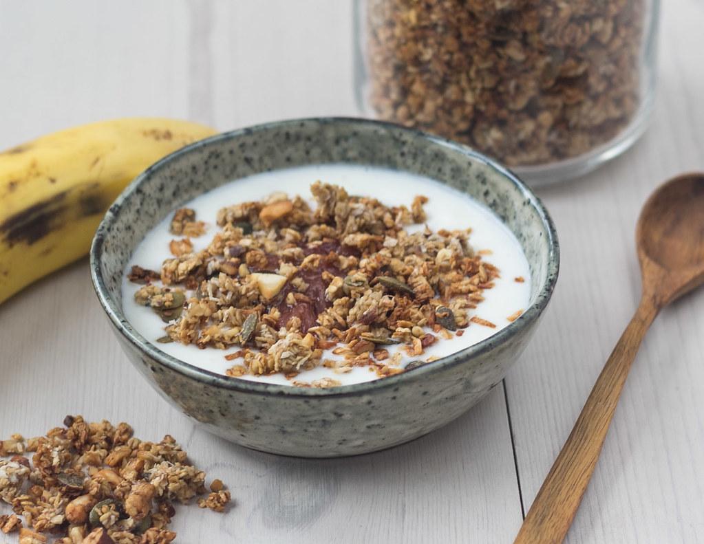 opskrift på hjemmelavet Bananmüsli - banangranola