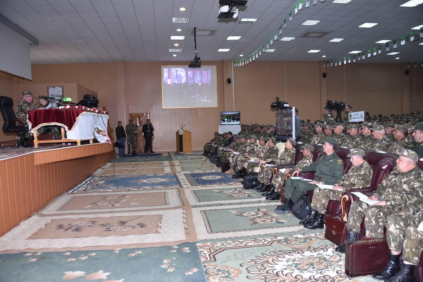 الجزائر : صلاحيات نائب وزير الدفاع الوطني - صفحة 5 30843623136_17e6d67438_o