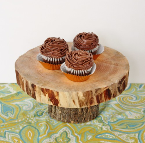 DIY-wooden-wedding-cake-stand