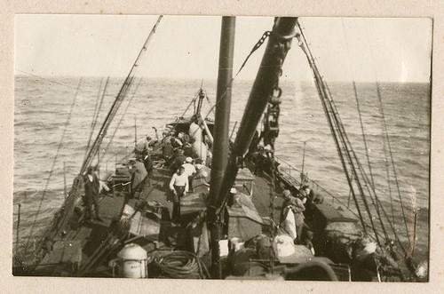 men boats ships ukraine worldwari worldwarone soldiers greatwar rostov officers militarypersonnel kerch airforces luftstreitkraefte luftstreitkrafte