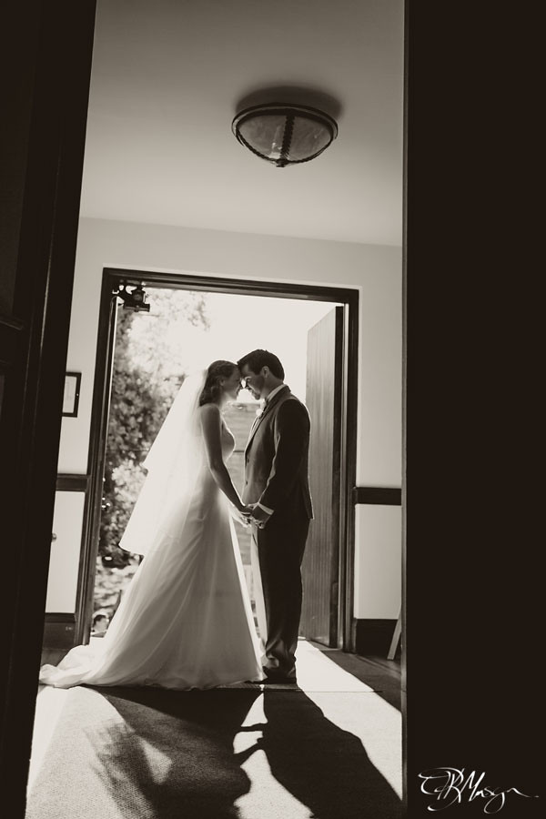 B&W_Bride_Groom_Church_Door