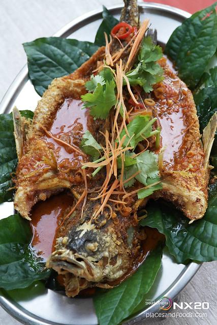 Kelantan Delight fried barramundi