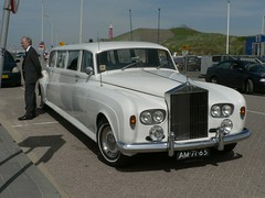 rolls-royce phantom v(0.0), rolls-royce corniche(0.0), automobile(1.0), rolls-royce(1.0), rolls-royce phantom vi(1.0), vehicle(1.0), rolls-royce silver shadow(1.0), bentley t-series(1.0), rolls-royce silver cloud(1.0), antique car(1.0), sedan(1.0), land vehicle(1.0), luxury vehicle(1.0),