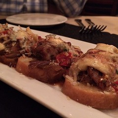 Lamb tartines @thegraperesto -- starting #escapeedatenight off right