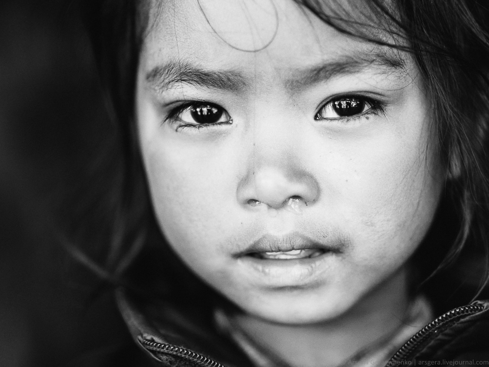 BW portrait of Nepalese kid