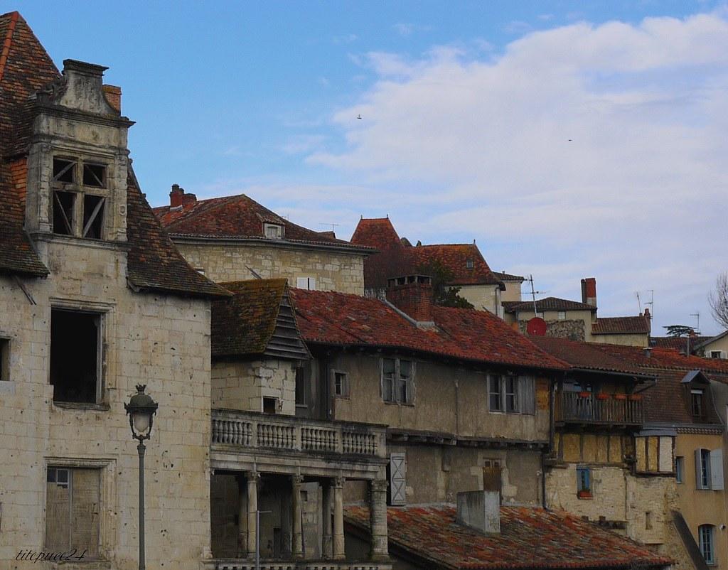 Des vieilles maisons  et la cathédrale Saint-Front 11833121114_e201eedfd3_b