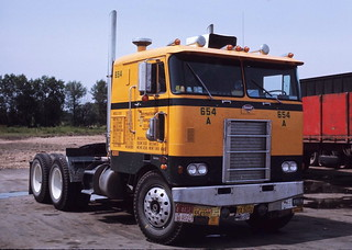 Another International Peterbilt