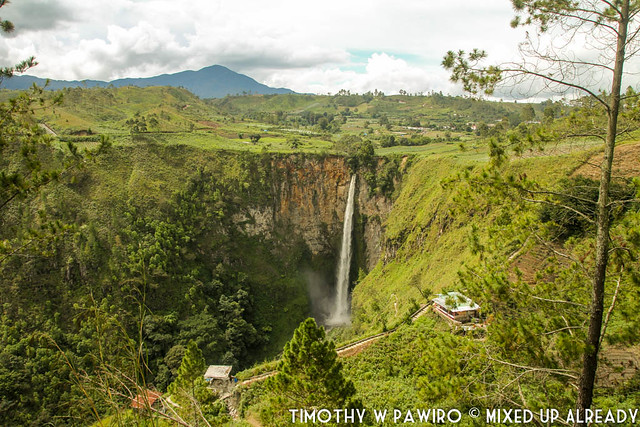 Indonesia - Medan - Sipiso-piso waterfall - The Sipiso-piso waterfall