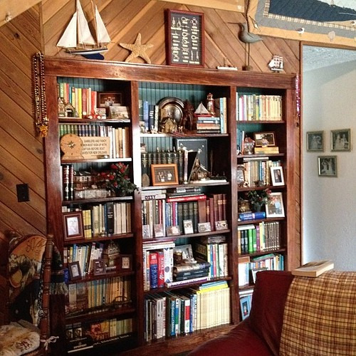 Family room bookshelves #shelfie