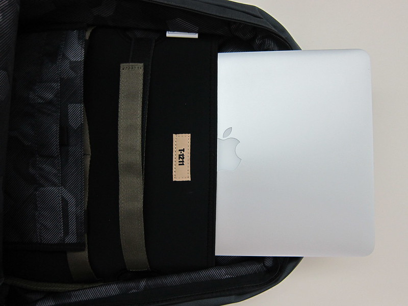 -1211 13-17 Backpack - Slotting In MacBook Pro Retina 13