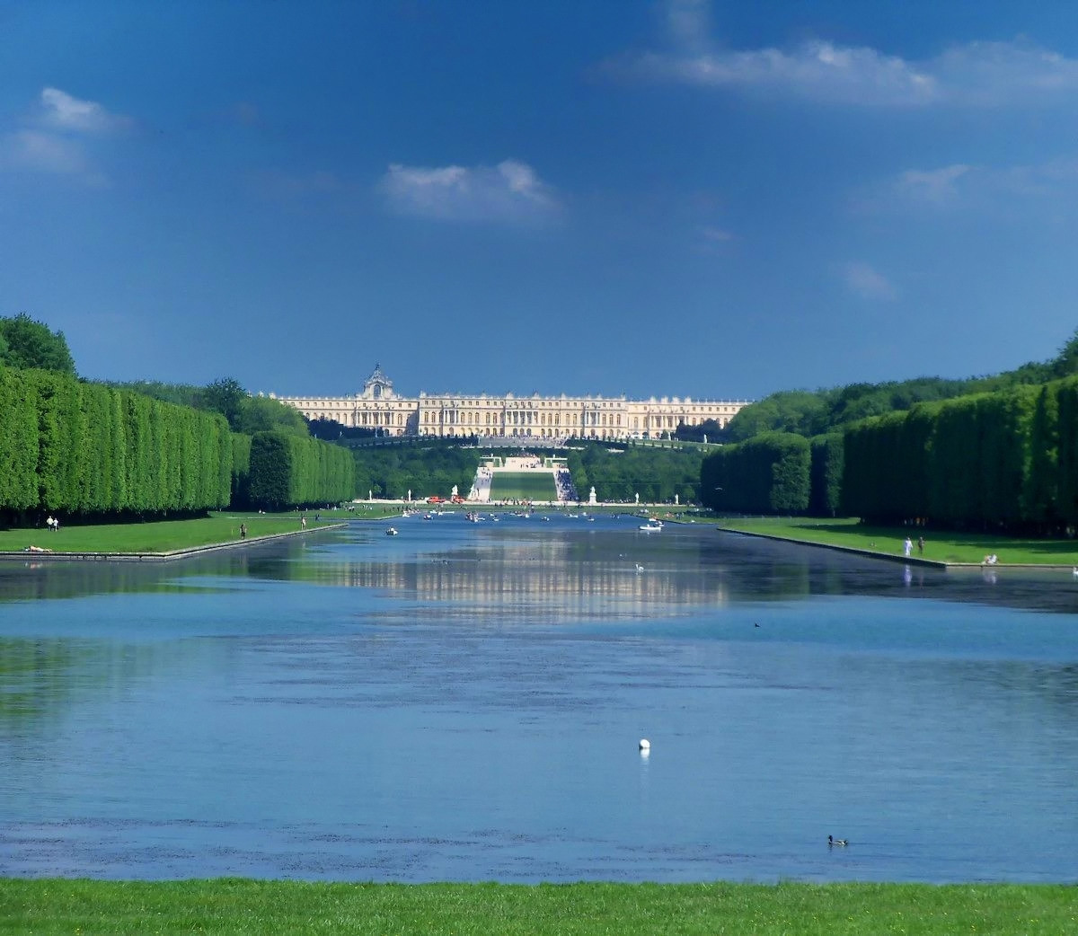 Palace of Versailles seen from the end of the Grand Canal