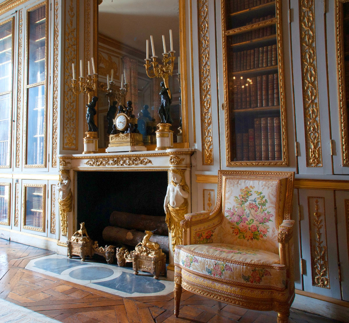 Small apartment of the king - Louis XVI Library. Credit Fanny Schertzer