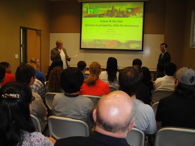 北美-亞特蘭大-1051101 戴處長輝源會晤奧本大學校長並於該校演講 戴處長向奧本大學資優榮譽學生課程師生演講, Sony DSC-T90